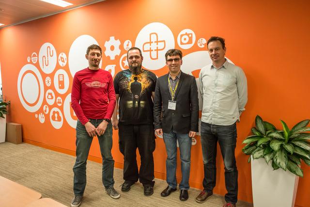 Фотография четырёх мужчин в офисе